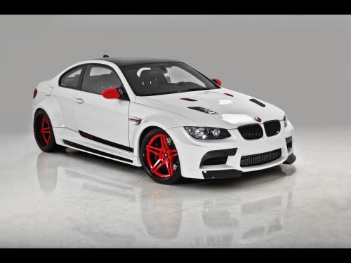 عکس و والپیپر اتومبیل بی ام و سفید با رینگ های قرمز